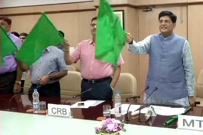 रेल मंत्री ने नैनी-दून जनशताब्दी एक्सप्रेस को दिखाई हरी झंडी
