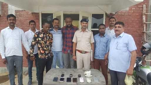 तीन नाईजीरियन हेरोइन व नगदी सहित गिरफ्तार