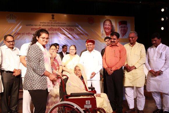 सुमित्रा महाजन बोली - राज्य और केन्द्र सरकार दिव्यांगों के कल्याण के लिये कृतसंकल्पित