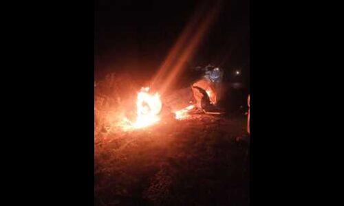 भोपाल-इंदौर नेशनल हाई-वे पर तेज रफ्तार कार पलटने से लगी आग, तीन की मौत