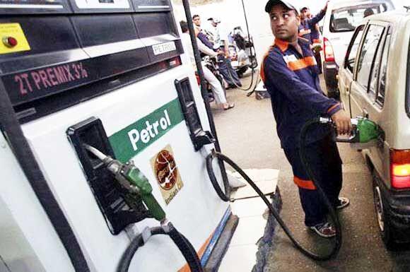 पेट्रोल-डीजल की कीमतों में हुई बढ़ोत्तरी, मुंबई में पेट्रोल 86.56 पहुंचा