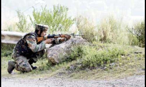 पुलवामा में सेना के गश्ती दल पर हुआ आतंकवादी हमला,आतंकी फरार