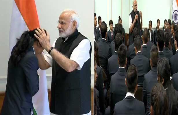 पीएम मोदी ने की पदक विजेताओं से की मुलाकात, कहा- करें ओलंपिक की तैयारी