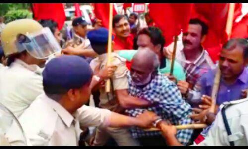 भारत बंद : रेल रोकने गए माकपा कार्यकर्ताओं को पुलिस ने किया गिरफ्तार