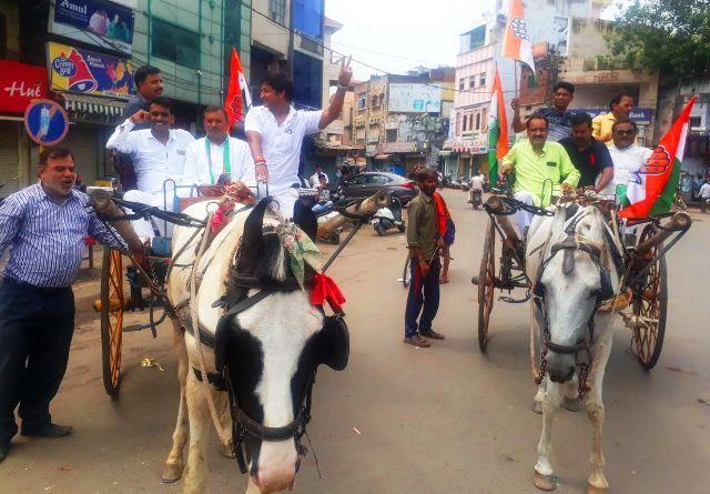 भारत बंद : टोलियों में बंद कराने सड़कों पर उतरे कांग्रेसी, जनता का नहीं मिला पूर्ण समर्थन