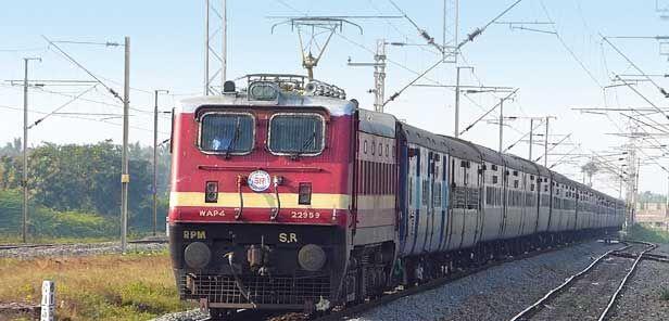 रेल लाइनों के शत-प्रतिशत विद्युतीकरण को कैबिनेट की मंजूरी, ट्रेनों की गति में होगा सुधार