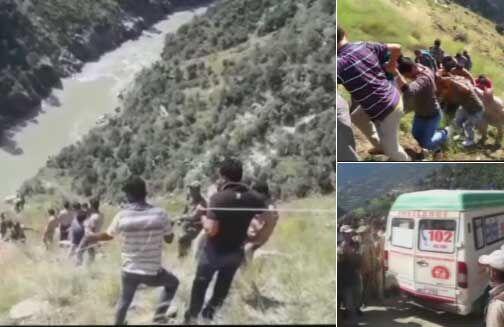 जम्मू : चिनाब नदी में मिनी बस गिरने से 17 लोगों की मौत, 16 घायल, घटना पर राज्यपाल ने जताया दुख