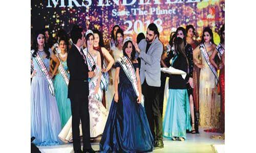निशा पूनिया ने मिसेज इंडिया अर्थ मिस कैटवॉक-2018 प्रतियोगिता जीती