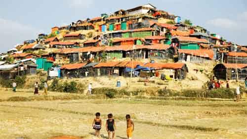 बांग्लादेश अगले महीने से रोहिंग्या शरणार्थियों को बसाएगा द्वीप पर