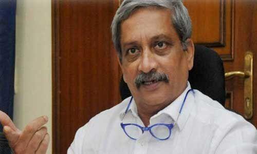 गोवा : मनोहर पर्रिकर कैबिनेट से दो मंत्रियों को हटाया गया