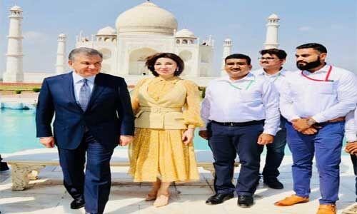 उज्बेकिस्तान के राष्ट्रपति ने पत्नी संग किया ताजमहल का दीदार
