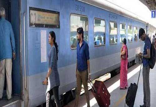 अब ट्रेनों में दैनिक यात्री ले जा सकेंगे सिर्फ दस किलो सामान