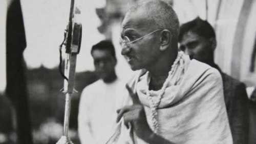 महात्मा गांधी को मरणोपरांत कांग्रेसनल गोल्ड मेडल से सम्मानित करने का प्रस्ताव पेश