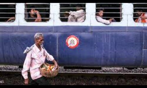 यात्रीगण कृपया ध्यान दें : ट्रेन में यात्रा करते समय बचकर रहें अवैध वेंडरों से