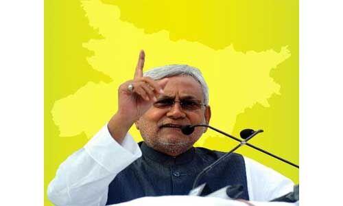 अत्याचार के कारण गुजरात से 8 हजार बिहारी मजदूर लौटे
