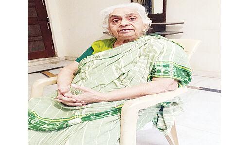 राजमाता की बहन सुषमा सिंह ने कहा - संयमित भाषा थी नेताओं की पहचान