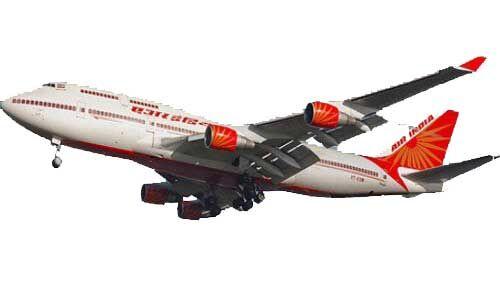 मुंबई : उड़ान की तैयारी कर रहे विमान से गिरी एयर होस्टेस