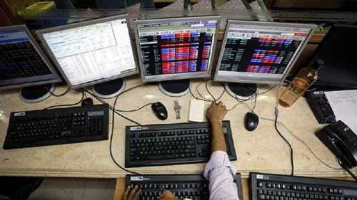 आईएमएफ ने जीडीपी ग्रोथ का अनुमान घटाने के बाद सेंसेक्स 220 अंक गिरा