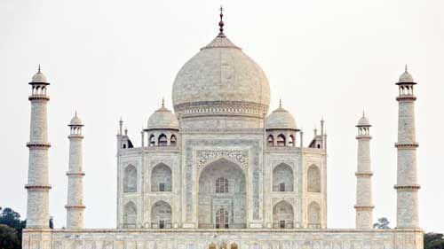 ताजमहल के न खुलने से पर्यटन व्यवसायियों के चेहरे पर छाई मायूसी