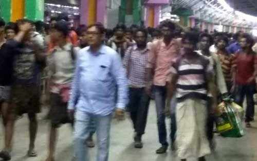 बंगाल : हावड़ा में संतरागाछी स्टेशन पर मची भगदड़ में दो की मौत, घायल