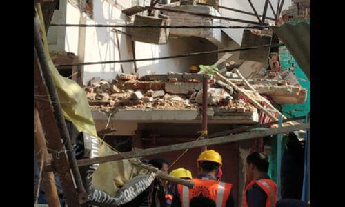 वाराणसी : लहरतारा में तेज धमाके के साथ ढहा मकान, एक की मौत व तीन घायल