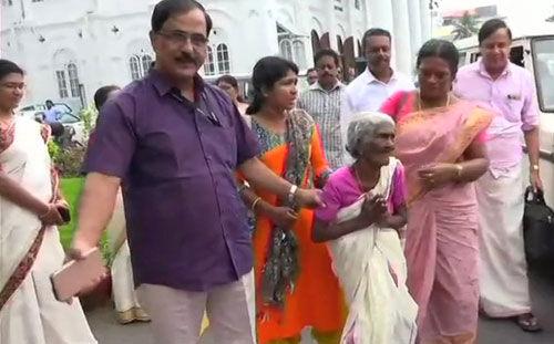 96 साल की उम्र में कार्तियानी अम्मा ने रचा इतिहास, अक्षरालाक्षम साक्षरता कार्यक्रम में किया टॉप