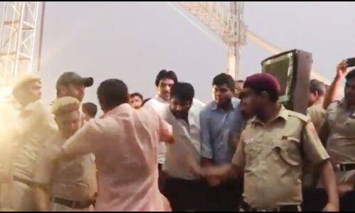 सिग्नेचर ब्रिज : आम आदमी पार्टी के विधायक अमान्तुल्लाह खान ने सांसद मनोज तिवारी को दिया धक्का, देखें वीडियो
