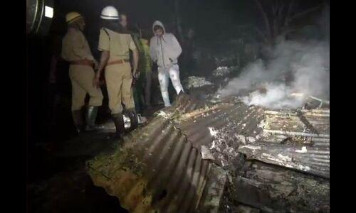 दिल्ली: रोहिणी में आग से 150 झुग्गियां खाक, 500 लोग बेघर