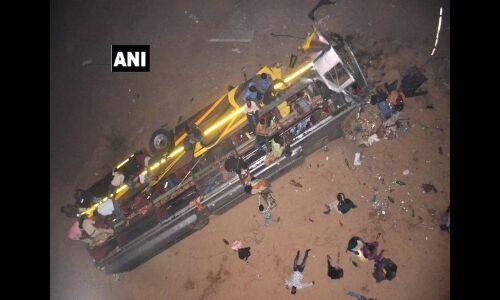 तालचेर से कटक आ रही बस महानदी में गिरी, 7 लोगों की मौत