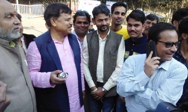 फिर बंद हुई ईवीएम की सुरक्षा में लगे कैमरों की डिस्प्ले, कांग्रेस ने किया हंगामा