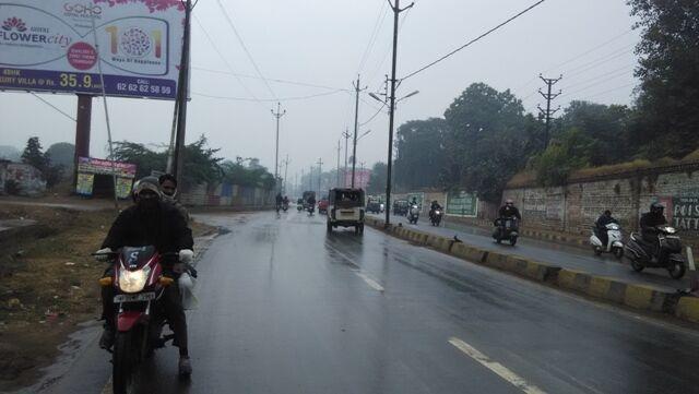 ग्वालियर में मौसम बदला, सुबह से हो रही रुक रुक कर बारिश, सर्दी बढ़ी