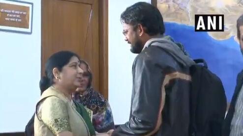 पाक से लौटे हामिद की मां विदेश मंत्री से बोली, मेरा भारत महान, मेरी मैडम महान