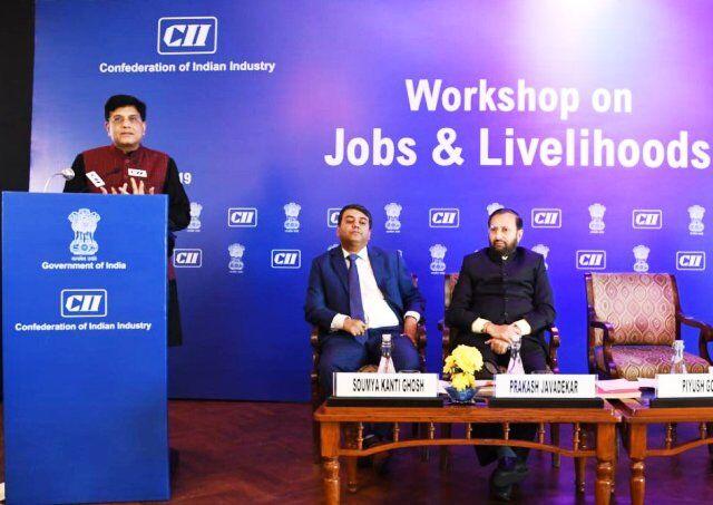 #CII : स्थायित्व के चलते सरकारी नौकरियों की है अधिक मांग - रेल मंत्री