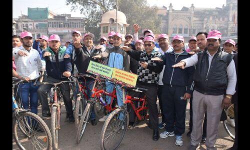 मतदान का महत्व समझाने निकाली साइकिल रैली