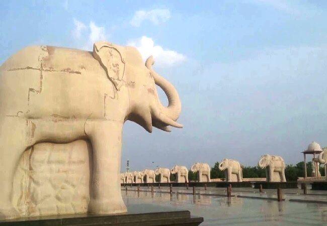 उप्र में 1400 करोड़ के स्मारक घोटाले में छह जगहों पर ईडी की छापेमारी