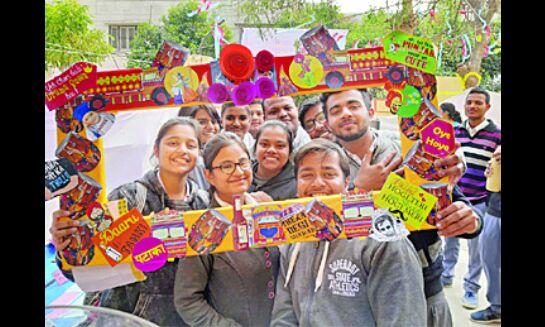 प्रदर्शनी लगाकर छात्रों ने दर्शायीं उपलब्धियां