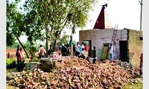 मंदिर तोडऩे पर ग्रामीणों ने किया हंगामा