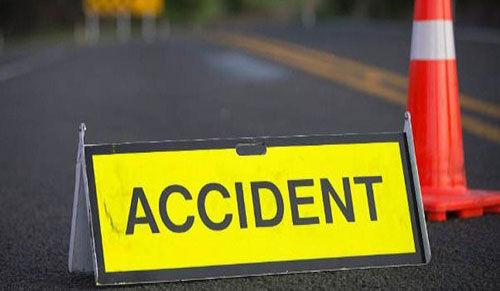 यूपी के पीलीभीत में बस-कार की टक्कर, पांच लोगों की मौत