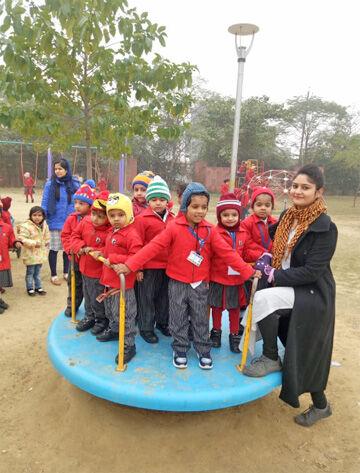 जीडी गोयंका के बच्चों ने लिया पिकनित का आनन्द