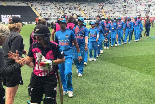 महिला क्रिकेट टीम : न्यूजीलैंड ने दूसरे टी-20 में भारत को 4 विकेट से हराया, श्रृंखला जीती