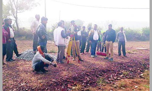 लश्कर आरआई यादव की दादागीरी अजयपुर में पहुंच गए सीमांकन करने