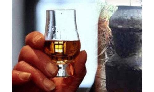 शराब पर कोरोना टैक्स को लेकर HC ने केजरीवाल सरकार से मांगा जवाब