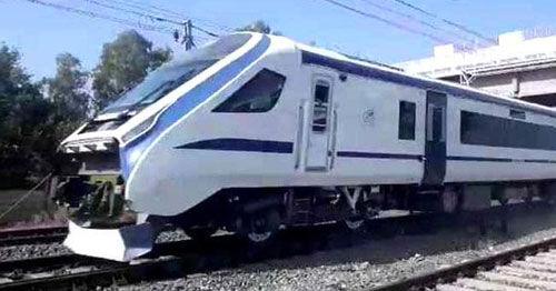 पीयूष गोयल ने शेयर किया ट्रेन-18 का वीडियो, बोले जरा याद कीजिए पुराने दिन