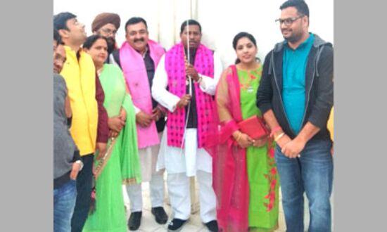 सांसद कठेरिया ने कमला नगर से किया मेरा परिवार भाजपा परिवार अभियान का शुभारंभ