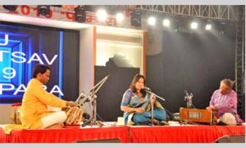 स्वरों की तरंग से गुंजायमान हो उठा ताज महोत्सव का मुक्ताकाशीय मंच