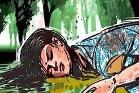 जखौदा पुल के समीप सडक़ पर मिला युवती का शव
