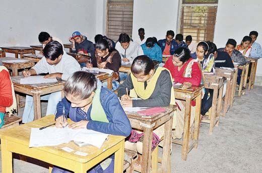 3791 परीक्षार्थी रहे अनुपस्थित, मोबाइल किए जब्त