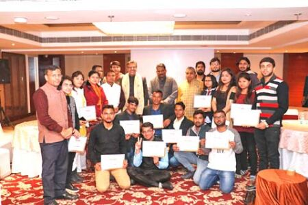 छात्रों ने कहा- कश्मीर में शांति के लिए जरूरी है धारा-370 की समाप्ति