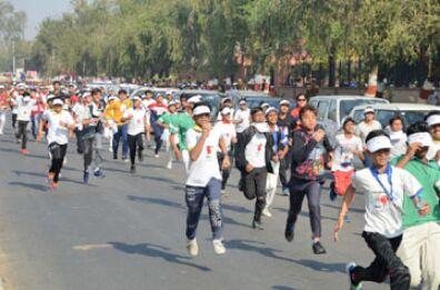 महिलाओं के सम्मान में दौड़ी ताजनगरी