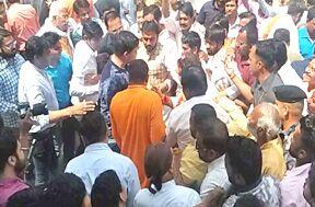 नारेबाजी को लेकर भिड़े भाजपा और कांग्रेस कार्यकर्ता